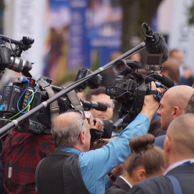 Chęć wykonywania zawodu dziennikarza nie jest jedynym powodem, dla którego wybieramy studia dziennikarskie